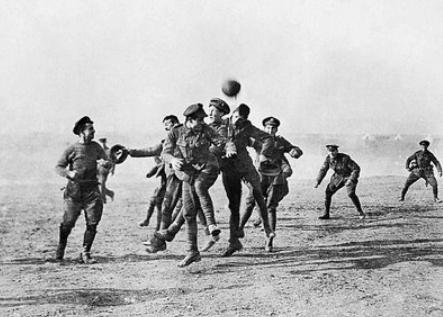 Fußballmatch zwischen Briten und Deutschen