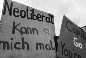 Neoliberal kann mich mal -Bild:  DSCF1386 / Rene S. / flickr - CC BY 2.0